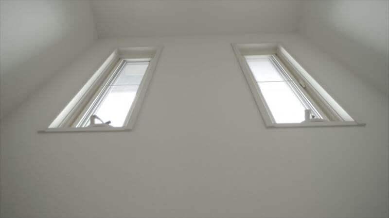 小さな窓は、転落する危険が無い